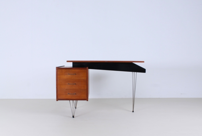 pastoe-desk-UMS-teak-drawers-hairpin-wire-legs-chrome-minimalism-braakman-midcentury-fifties-design-dutch-1