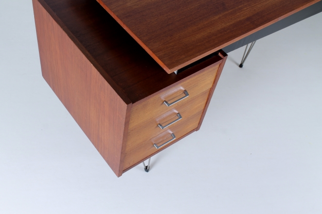 pastoe-desk-UMS-teak-drawers-hairpin-wire-legs-chrome-minimalism-braakman-midcentury-fifties-design-dutch-3