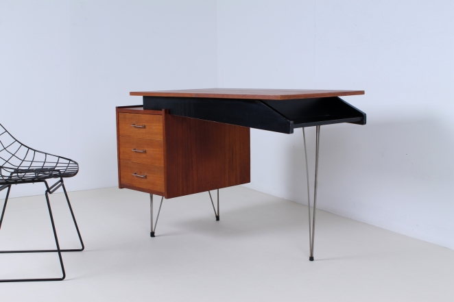 pastoe-desk-UMS-teak-drawers-hairpin-wire-legs-chrome-minimalism-braakman-midcentury-fifties-design-dutch-7