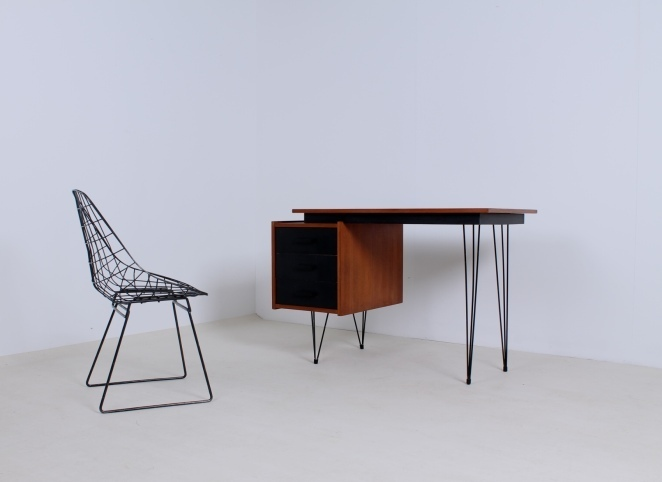 pastoe-desk-black-drawers-teak-hairpin-wire-legs-braakman-fifties-design-dutch-1