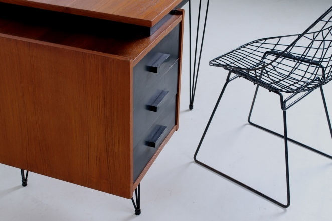 pastoe-desk-black-drawers-teak-hairpin-wire-legs-braakman-fifties-design-dutch-4