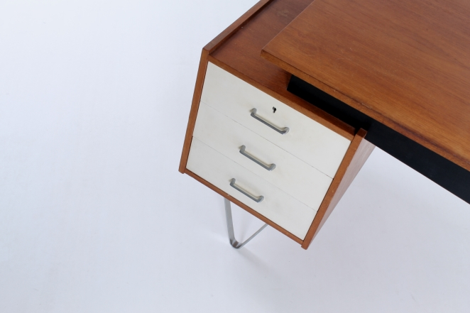 pastoe-flatsteel-chrome-legs-desk-UMS-teak-white-drawers-minimalism-braakman-midcentury-fifties-design-dutch-3