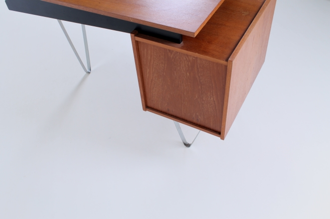 pastoe-flatsteel-chrome-legs-desk-UMS-teak-white-drawers-minimalism-braakman-midcentury-fifties-design-dutch-6