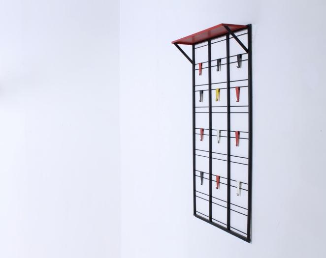 pilastro-coat-rack-servo-muto-tjerk-reijenga-hat-shelf-black-colored-hooks-bars-industrial-vintage-dutch-design-fifties-jazz-musical-scale-2