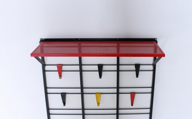 pilastro-coat-rack-servo-muto-tjerk-reijenga-hat-shelf-black-colored-hooks-bars-industrial-vintage-dutch-design-fifties-jazz-musical-scale-5