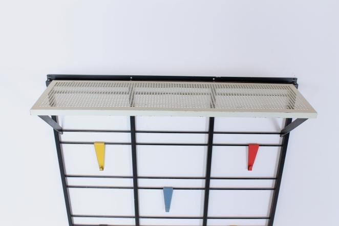 pilastro-coat-rack-servo-muto-white-hat-shelf-tjerk-reijenga-1950ies-dutch-design-musical-scale-colored-hooks-black-bars-vintage-kapstok-9