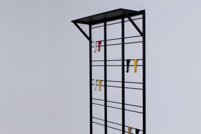 pilastro-coat-rack-toonladder-notenbalk-fifties-dutch-industrial-modernist-design-1