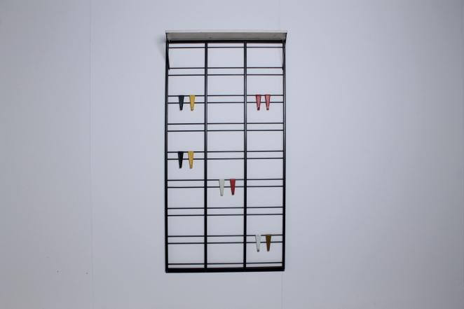 pilastro-coat-rack-white-shelve-colored-hooks-toonladder-1