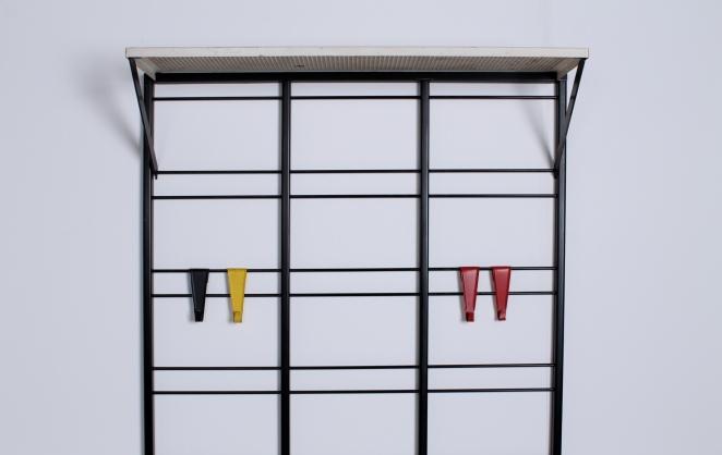 pilastro-coat-rack-white-shelve-colored-hooks-toonladder-4