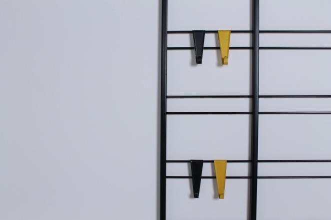 pilastro-coat-rack-white-shelve-colored-hooks-toonladder-6