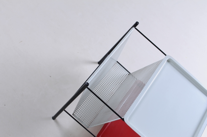 pilastro-red-white-magazine-holder-perforated-metal-tjerk-reijenga-midcentury-wire-house-hold-metal-vintage-design-holland-1