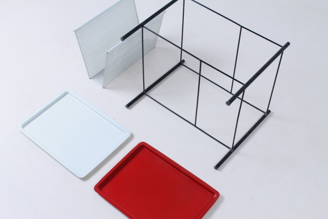 pilastro-red-white-magazine-holder-perforated-metal-tjerk-reijenga-midcentury-wire-house-hold-metal-vintage-design-holland-4