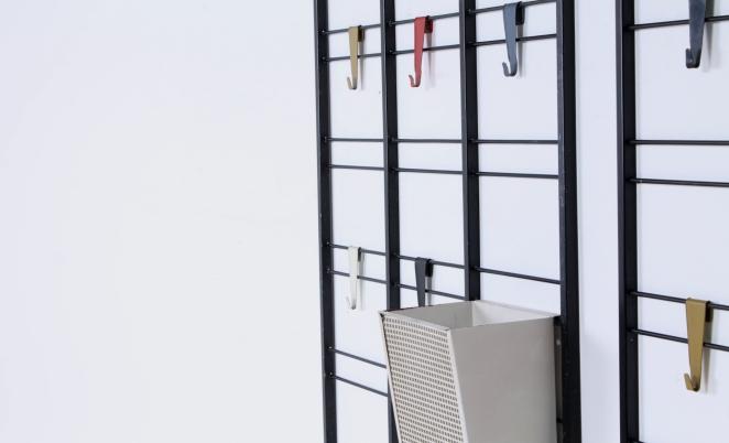pilastro-umbrella-stand-coat-rack-servo-muto-wire-black-hat-shelve-colored-hooks-tjerk-reijenga-dutch-design-vintage-fifties-musical-scale-3