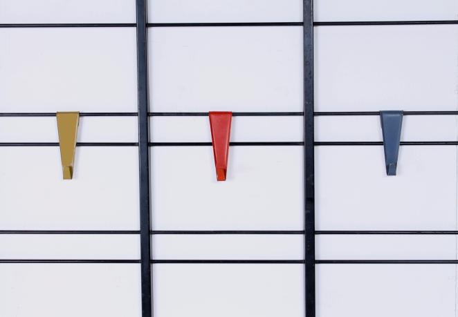 pilastro-umbrella-stand-coat-rack-servo-muto-wire-black-hat-shelve-colored-hooks-tjerk-reijenga-dutch-design-vintage-fifties-musical-scale-4
