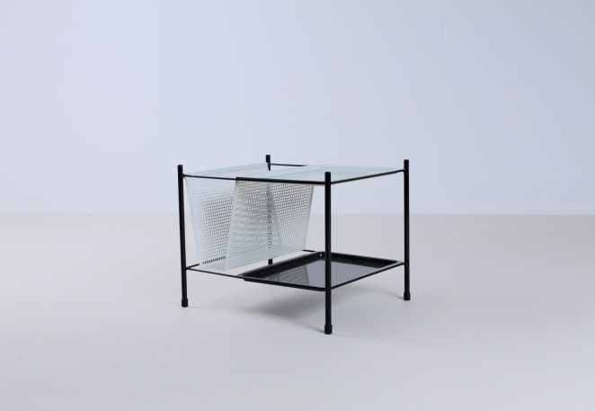 pilastro-zwanenburg-magazine-holder-metal-rack-perforated-sheet-wire-furniture-small-vintage-black-white-design-dutch-cencity-2