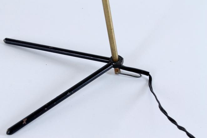 pinocchio-hala-anvia-like-brass-tripod-shape-vintage-midcentury-desk-table-light-3