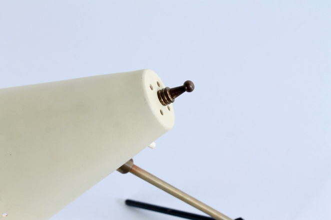 pinocchio-hala-anvia-like-brass-tripod-shape-vintage-midcentury-desk-table-light-8