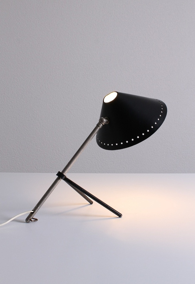 pinocchio-hala-small-black-table-light-stars-tripod-fifties-dutch-busquet-6