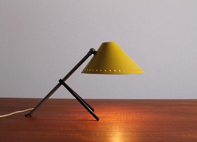 pinocchio-hala-small-yellow-table-light-stars-tripod-fifties-dutch-busquet-1