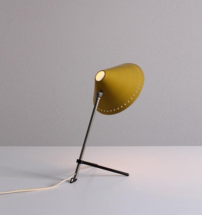 pinocchio-hala-small-yellow-table-light-stars-tripod-fifties-dutch-busquet-5