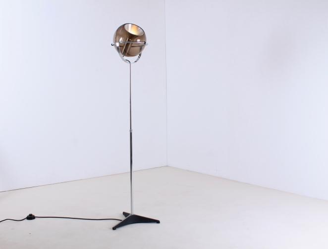 raak-globe-frank-ligtelijn-dutch-lighting-design-lampadaire-smoked-glass-globe-original-vintage-dutch-floor-light-2
