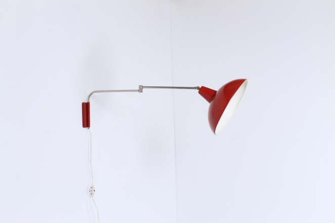 red-adjustable-metal-wall-light-vintage-retro-design-swinging-arm-elbow-hala-anvia-herda-era-5
