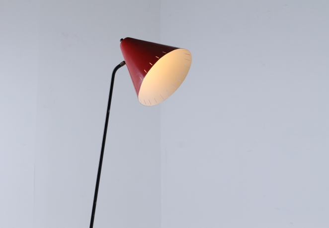 red-metal-floor-light-anvia-dutch-design-vintage-fifties-adjustable-minimal-cencity-1