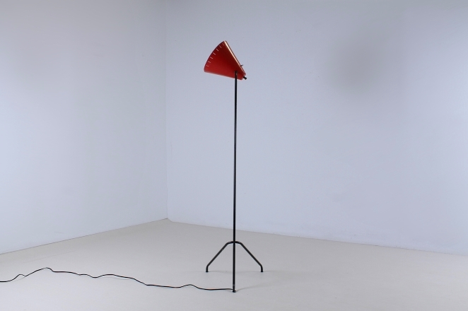 red-metal-floor-light-anvia-dutch-design-vintage-fifties-adjustable-minimal-cencity-4