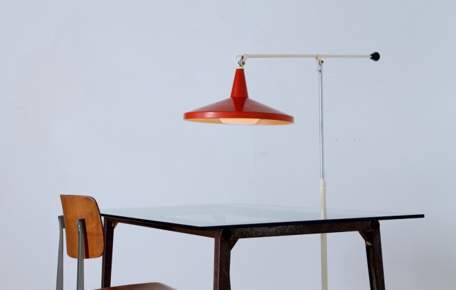 reform-table-ahrend-de-cirkel-friso-kramer-dining-set-vintage-industrial-rusted-patina-metal-glass-pyramid-compass-2
