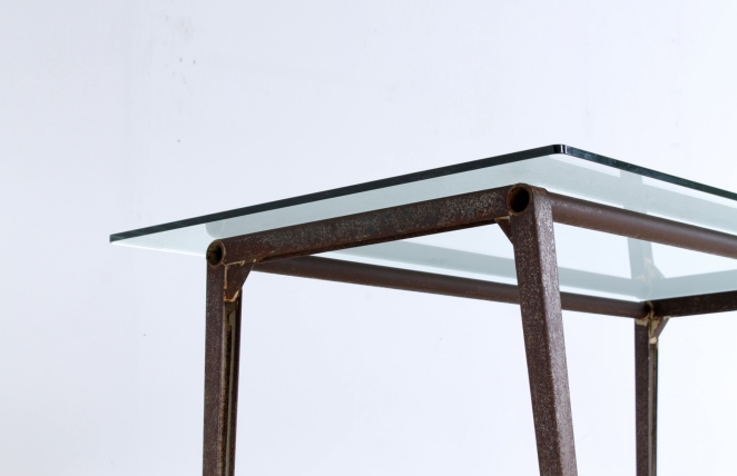 reform-table-ahrend-de-cirkel-friso-kramer-dining-set-vintage-industrial-rusted-patina-metal-glass-pyramid-compass-5