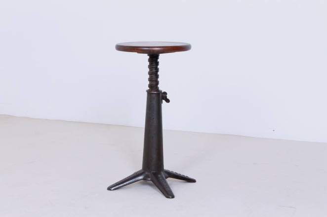 singer-stool-cast-iron-pre-war-1920ies-furniture-industrial-machinists-sewing-factory-loft-work-antique-design-adjustable-height-heavy-duty-3