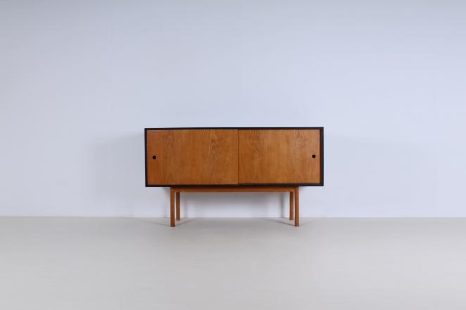 theo-arts-furniture-fifties-dutch-rare-minimal-design-black-pinewood-fifties-architecture-pastoe-goed-wonen-era-1