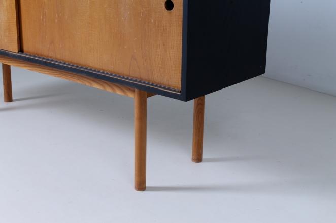 theo-arts-furniture-fifties-dutch-rare-minimal-design-black-pinewood-fifties-architecture-pastoe-goed-wonen-era-11