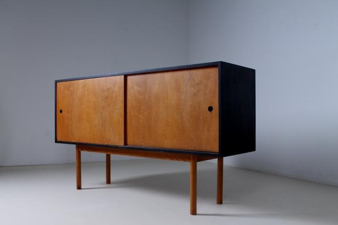 theo-arts-furniture-fifties-dutch-rare-minimal-design-black-pinewood-fifties-architecture-pastoe-goed-wonen-era-5