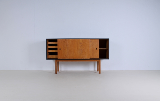 theo-arts-furniture-fifties-dutch-rare-minimal-design-rare-pine-timber-wood-black-pinewood-fifties-architecture-pastoe-goed-wonen-era-2