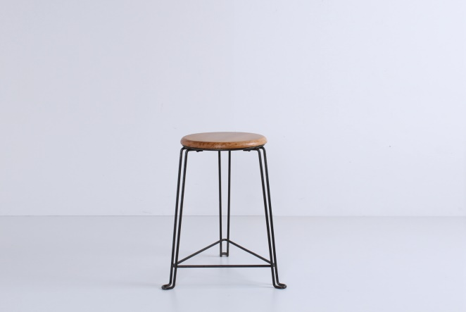 tomado-stool-wood-van-der-togt-birch-dutch-industrial-design-vintage-old-classic-furniture-wiring-frame-wire-metal-1