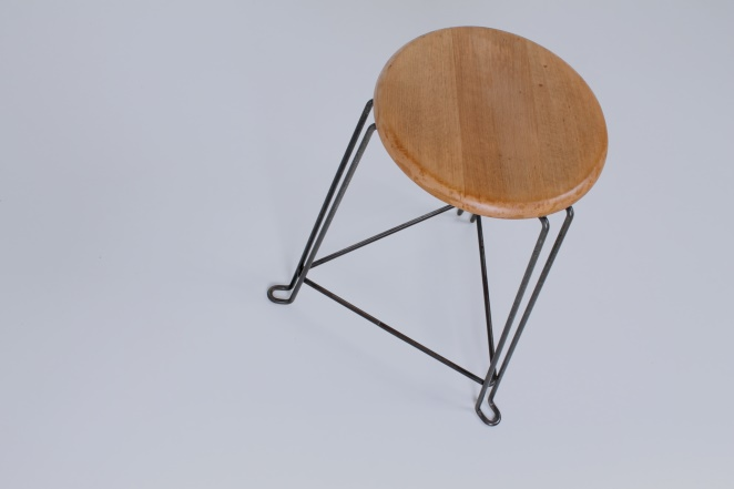 tomado-stool-wood-van-der-togt-birch-dutch-industrial-design-vintage-old-classic-furniture-wiring-frame-wire-metal-5