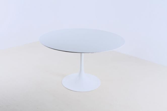 Saarinen Tafel Ovaal : Saarinen round dining table design within reach