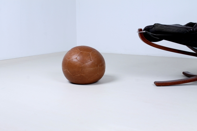 vintage-leather-footstool-ottoman-ball-decoration-omersa-style-2