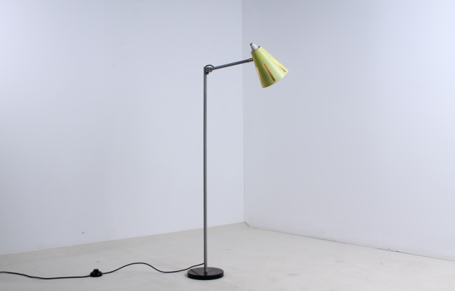 yellow-sun-series-floor-light-hala-busquet-dutch-design-vintage-fifties-adjustable-minimal-4