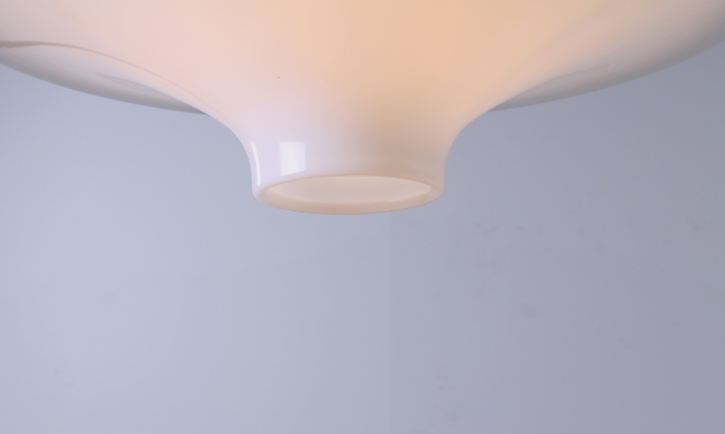 yki-nummi-skyflyer-big-pendant-plastic-acryl-light-white-big-version-edition-space-age-finland-design-sixties-1960-modernism-cencity-3