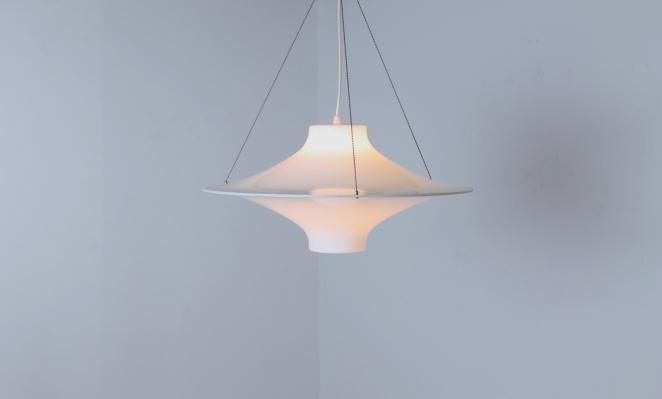 yki-nummi-skyflyer-big-pendant-plastic-acryl-light-white-big-version-edition-space-age-finland-design-sixties-1960-modernism-cencity-7