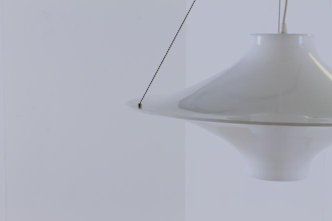 yki-nummi-skyflyer-big-pendant-plastic-acryl-light-white-big-version-edition-space-age-finland-design-sixties-1960-modernism-cencity-8